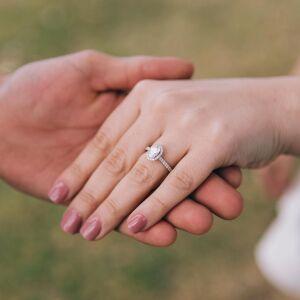 夢占いで結婚がわかる?指輪している夢はプロポーズされる前兆かも
